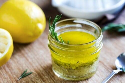 Succo di limone e olio di oliva per calmare il dolore da emicrania