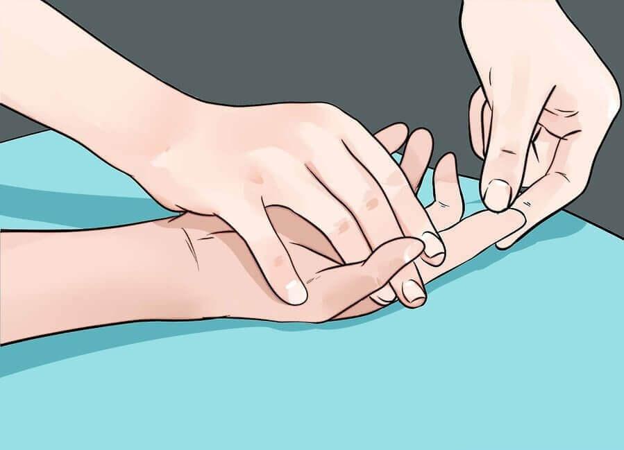 9 problemi di salute che ci rivelano le nostre mani
