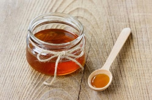 Miele per mschere facciali per un viso perfetto