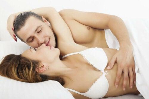 Posizioni sessuali: il cucchiaio