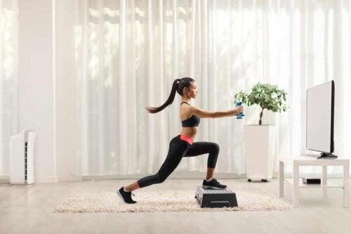 Rafforzare le ginocchia con lo step
