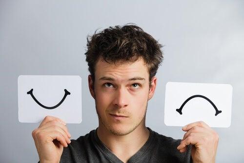 Ragazzo con immagine sorriso e sorriso capovolto