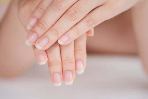 8 problemi di salute che ci rivelano le nostre mani