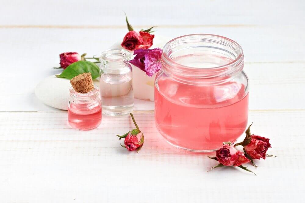 Tonico con acqua di rose
