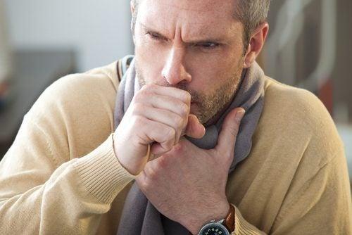Uomo con tosse