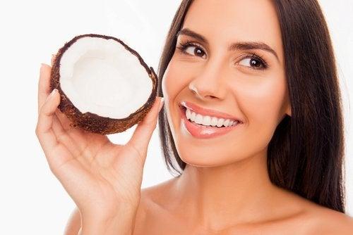 L'olio di cocco per la salute dentale