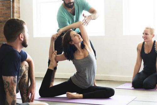 perdere il grasso del braccio con lo yoga