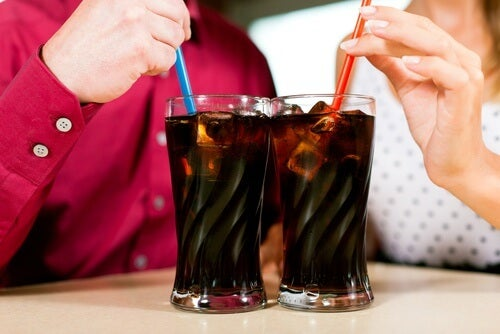 due bicchieri di coca cola