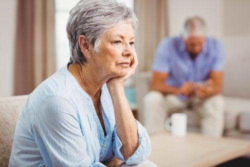 molti anziani non hanno fiducia nella capacità dei giovani di mantenere una relazione