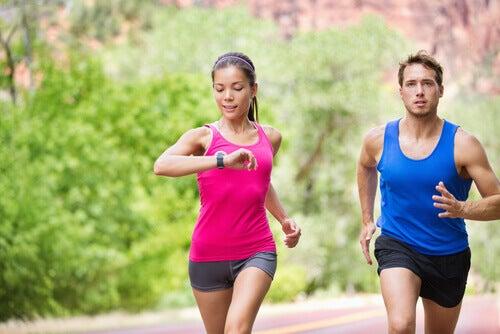 Coppia che fa running