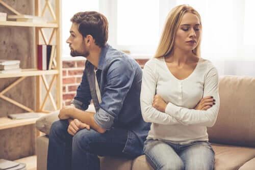 Stare insieme pur non amandosi: cosa comporta?