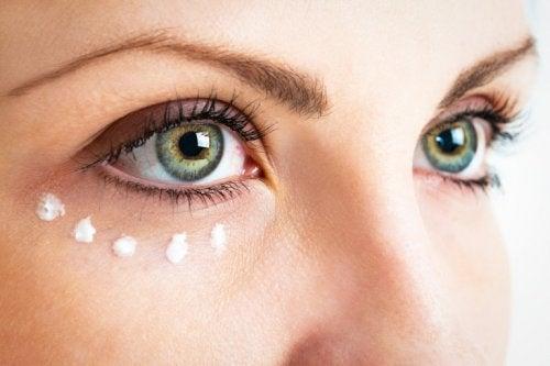 Crema contorno occhi alla vitamina E