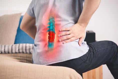 Il dolore sacro iliaco non consente di mantenere la posizione seduta.