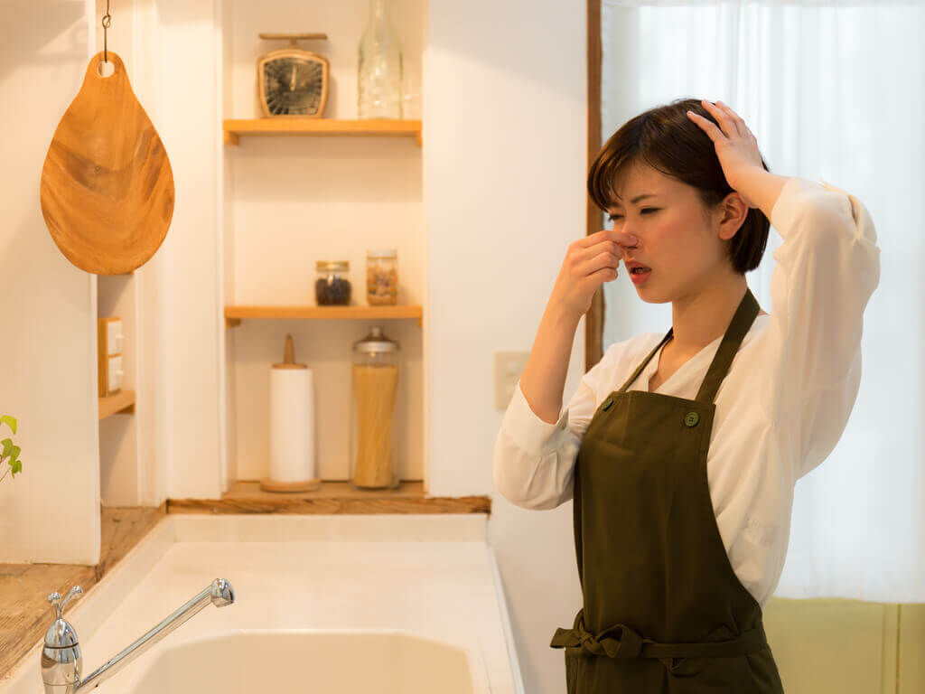 Eliminare i cattivi odori dalla cucina: 10 trucchi
