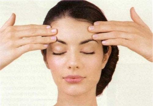 Esercizi per la fronte per evitare la flaccidità del viso