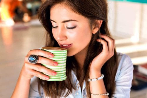 Infusi diuretici: ecco i 4 migliori da bere