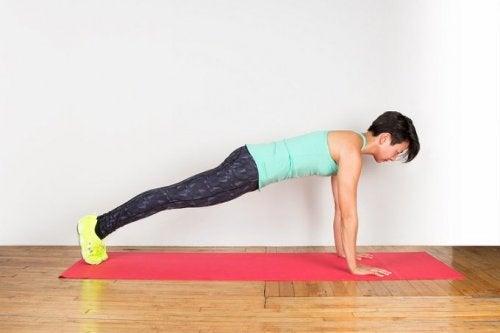 donna che fa ginnastica