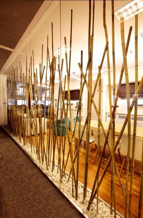 Separatore orientale con bambù