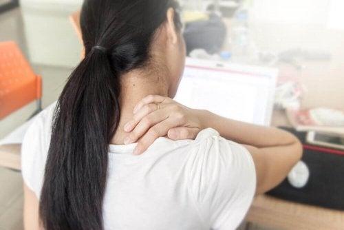 Uno stile di vita sedentario rientra tra le cause del mal di schiena