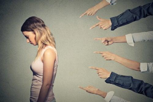 Come evitare di sentirsi in colpa continuamente