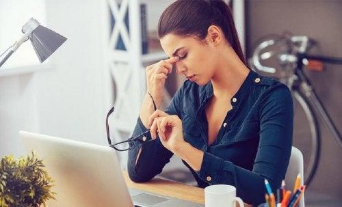 una stanchezza insolita è uno dei sintomi delle piastrine basse