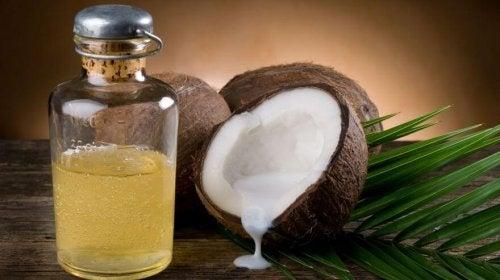 Trattamento per stimolare la crescita dei capelli a base di olio di cocco e olio di rosmarino