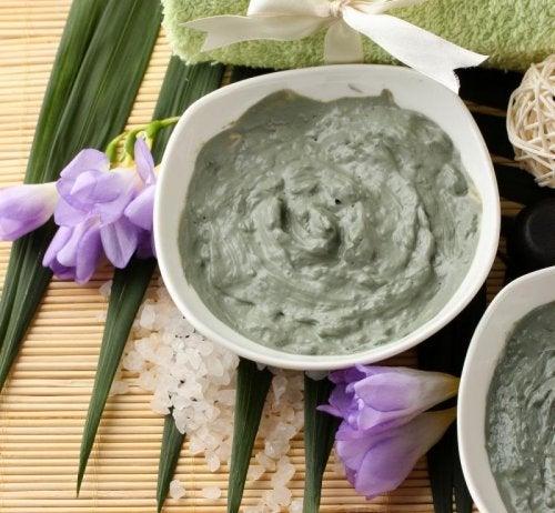 l'argilla è un ingrediente molto comune nei prodotti di cosmesi naturali