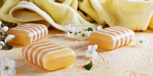 la glicerina è l'ingrediente base del sapone per la dermatite