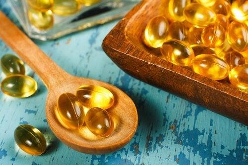 Capsule di vitamine su cucchiaio
