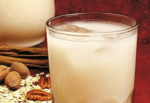 bicchiere di acqua di avena