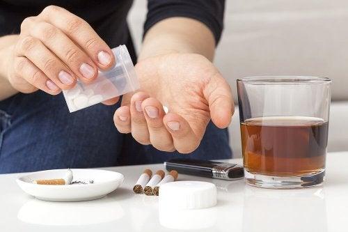 Pillole sigarette e alcol