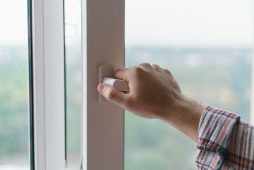 Aprire e chiudere le finestre