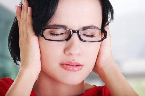 Cosa fate se avete i fischi nelle orecchie
