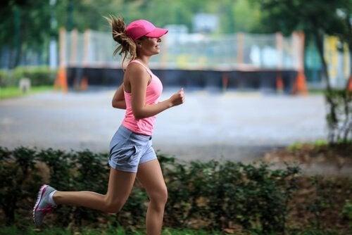 Donna che corre
