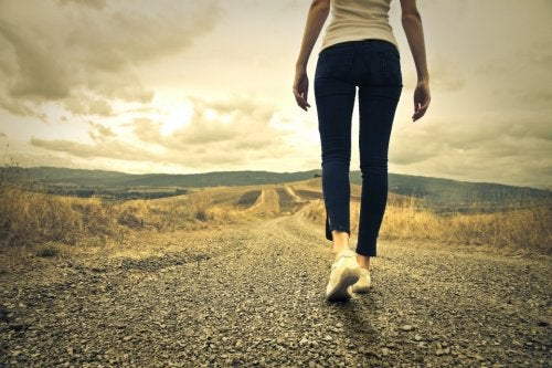 Donna camminando