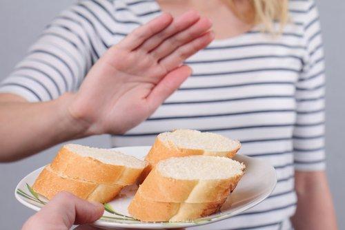 Donna che dice no al pane