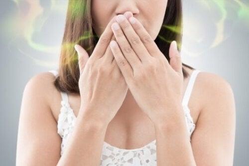 Sintomi dell'infezione dentale: alitosi