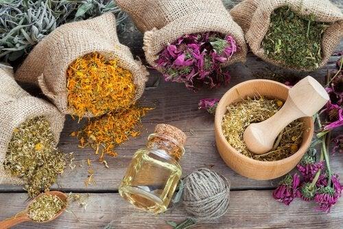Erbe aromatiche e acido ialuronico