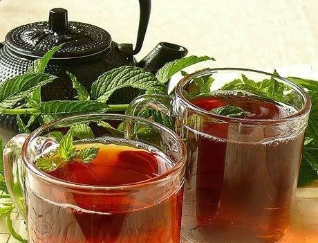 Tè alla menta e teiera