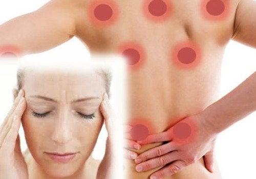 Fibromialgia - donna con dolore alle tempie