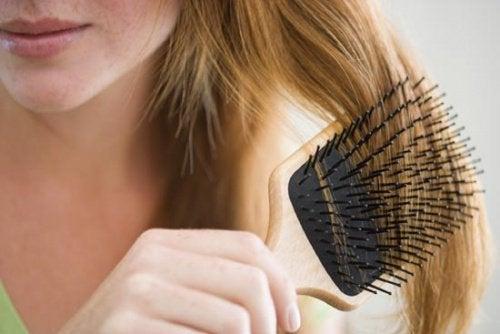Come frenare la caduta dei capelli
