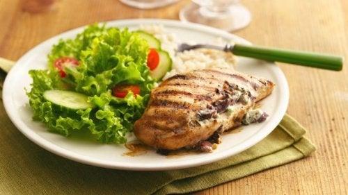 Insalata e petto di pollo