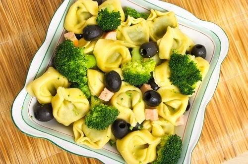 Insalata di tortellini olive e broccoli
