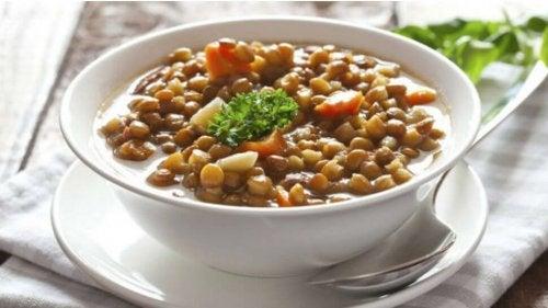 Piatto di lenticchie e verdure