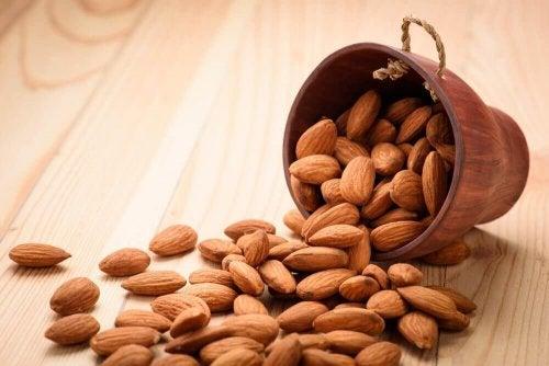 Mangiare 4 mandorle al giorno: effetti sul corpo