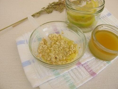 Esfoliante a base di miele e avena