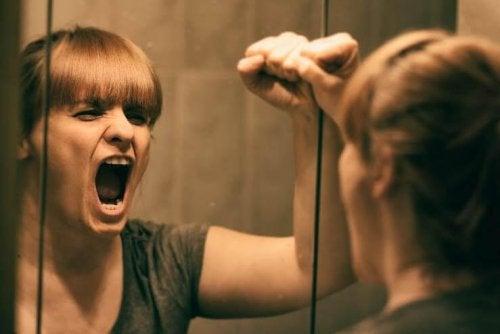 rabbia rivolta contro se stessi