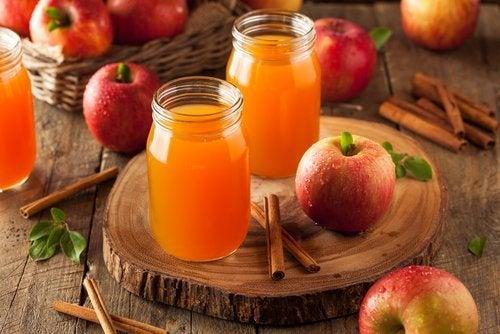 Succo di mela e cannella