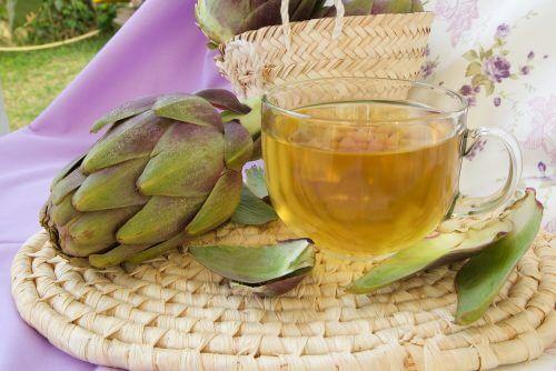 Tè a base di carciofo ed equiseto dei campi