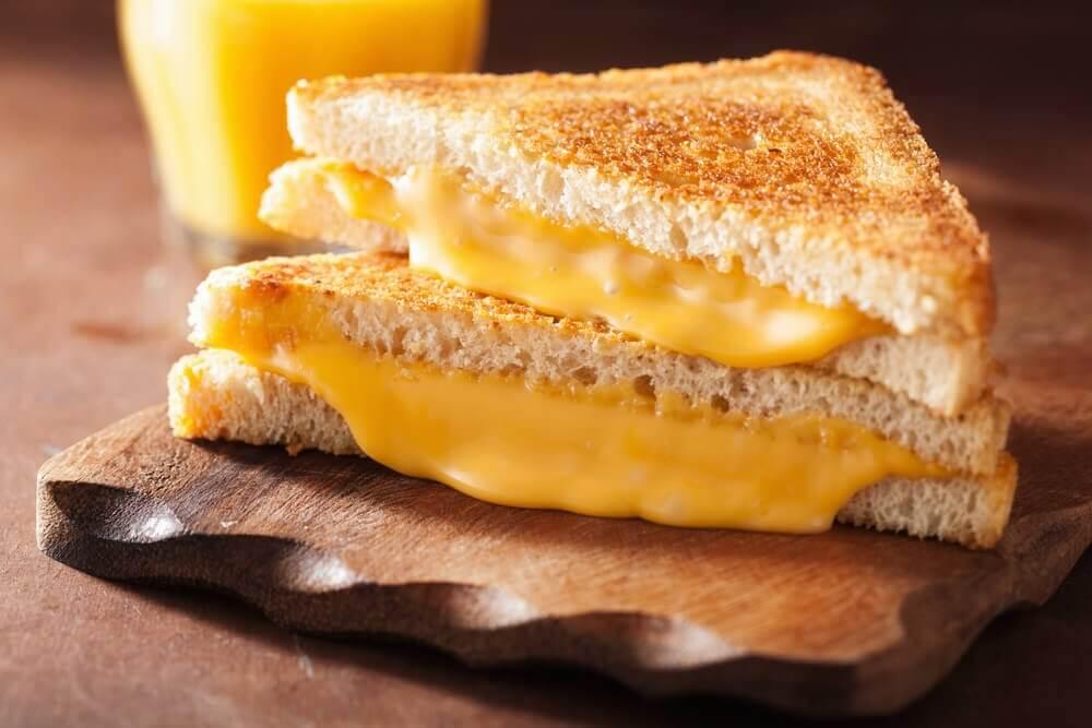 Toast con cheddar